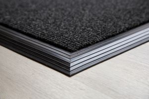 anthracite-brush-matting-135mm-with-rubber-edge